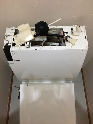 トイレタンク修理中