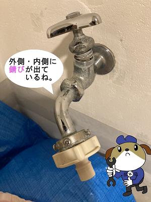 【画像】使用年数20年以上。外側に錆びが出ています。ハンドルを外した内側も錆びており経年劣化による水漏れです。